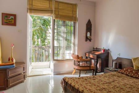 Green Getaway with Private Balcony - Bangalore - Departamento
