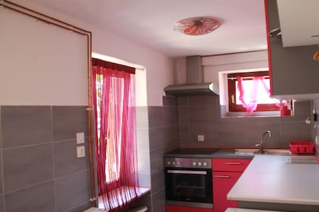 Small newadapted apartment. - Pobri