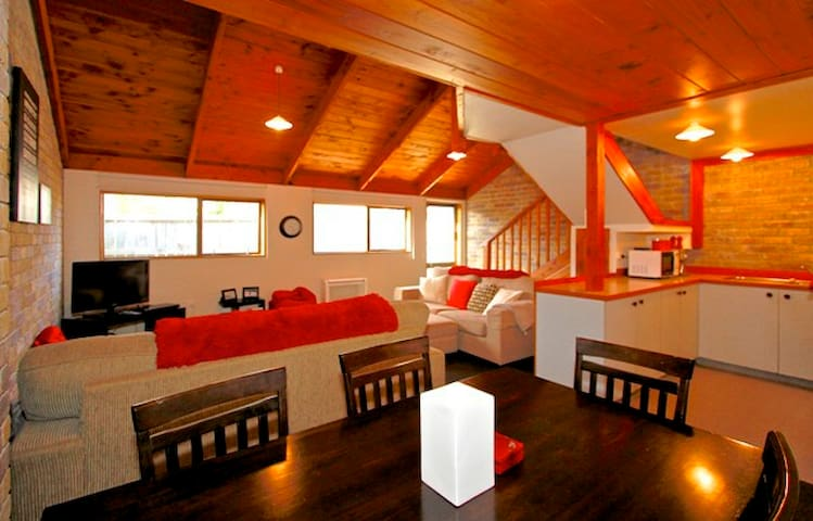 Immaculate Chalet Packed With Character - Ohakune - Alpstuga