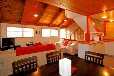 Immaculate Chalet Packed With Character - Ohakune - 牧人小屋