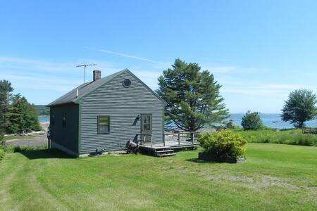 Hockomock Channel Cottage with two bedrooms and ocean front in Bremen, Maine