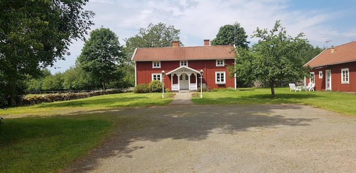 Beautiful house at the countryside near lake Flyx.