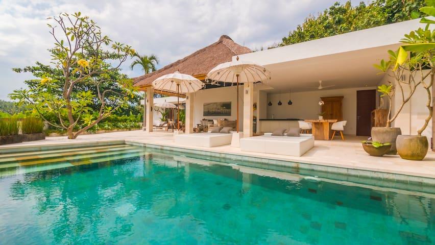 Villa Pasir putih, Tumbu Bali