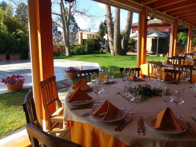 potete usufruire del nostro ristorante con giardino