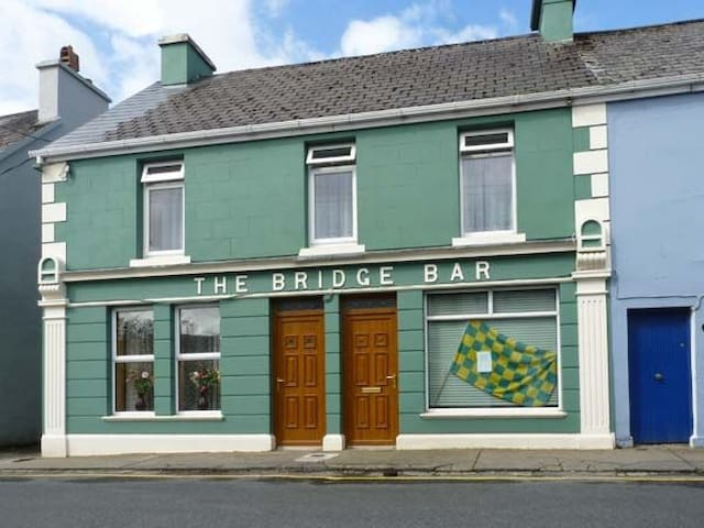 The Bridge Bar Ardara - Ardara - House