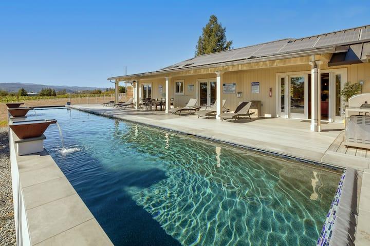 Bella Terra: Chef's Kitchen, Waterfall Pool & Spa
