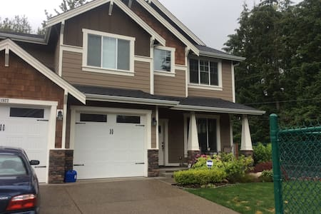 Retreat in Quiet Neighborhood in Puyallup/Tacoma - Puyallup - House