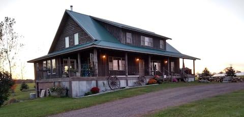 Main Floor Suite-The Farmhouse on Sweeny Creek B&B
