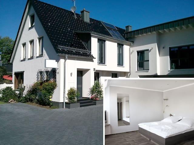 Komfortables Gäste-Apartment in zentraler Lage (K) - Burscheid - 飯店式公寓