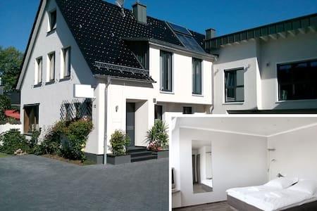Komfortables Gäste-Apartment in zentraler Lage (K) - Burscheid - Servicelägenhet