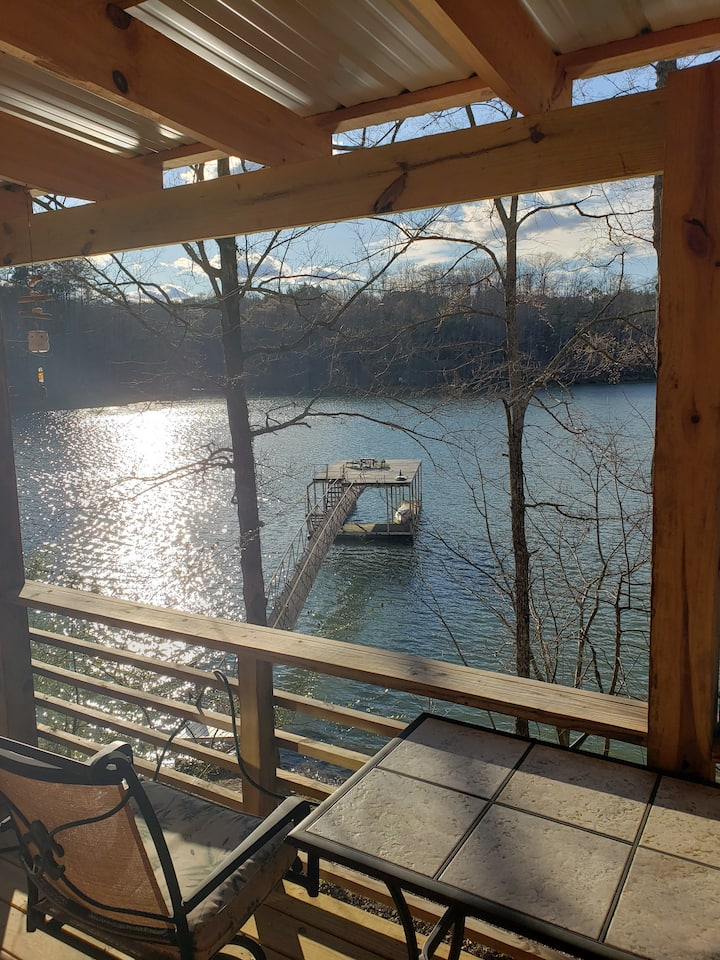 Cabin on Smith Lake with private dock