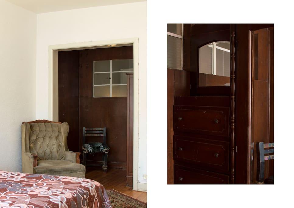 Amazing & beautiful finishes in the walking closet