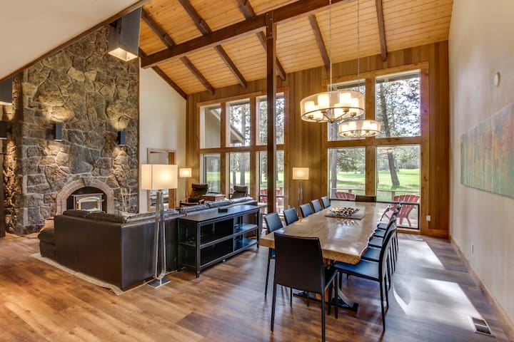 Gorgeous, newly remodeled home with shared hot tub, pool, & resort amenities!