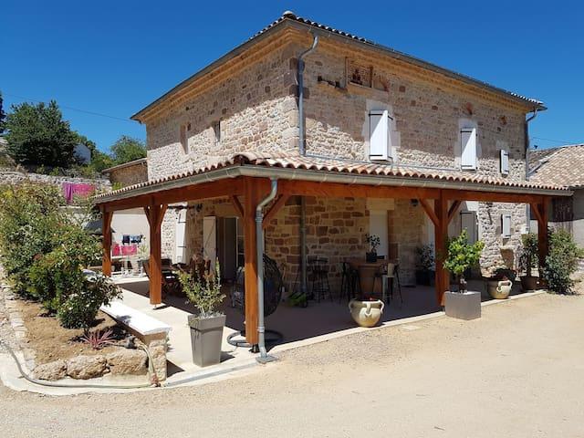 Maison en pierre au coeur des vignes
