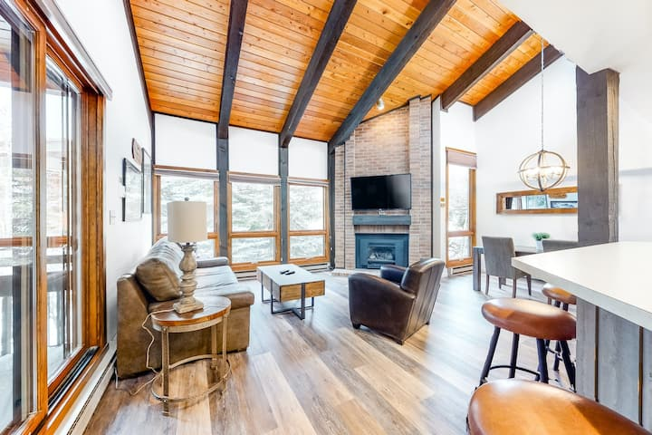 Elegant Ski Condo w/Free WiFi/Shared Hot Tub & Pool - Next to Steamboat Gondola!