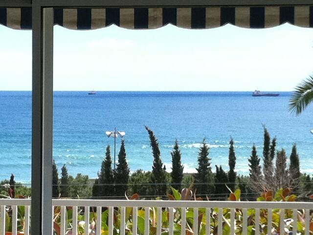Apartamento frente al Mediterráneo en el centro