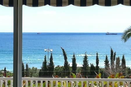 Apartamento frente al Mediterráneo en el centro - Tarragona - Lejlighed