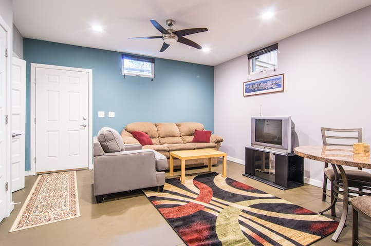 Comfortable area to lounge (TV has been updated since the picture!)