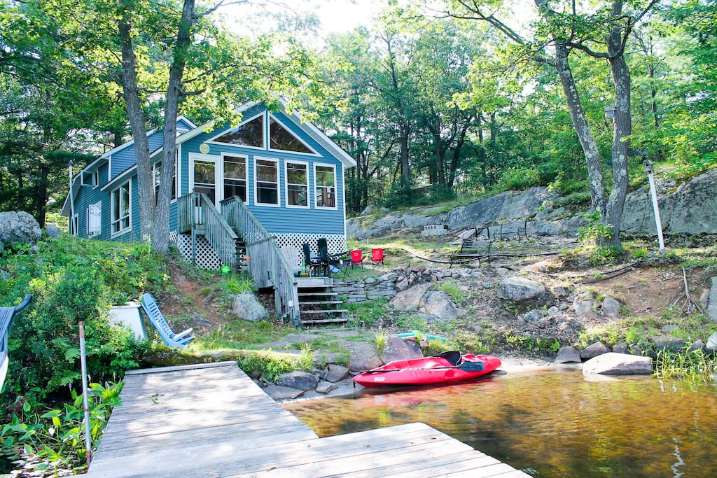 Cottage living, right on the water!
