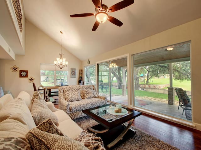 LBJ Luxury Lake living.  Great For large Families