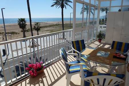 Beach view double room BCN (Castelldefels) - Castelldefels - Lejlighed