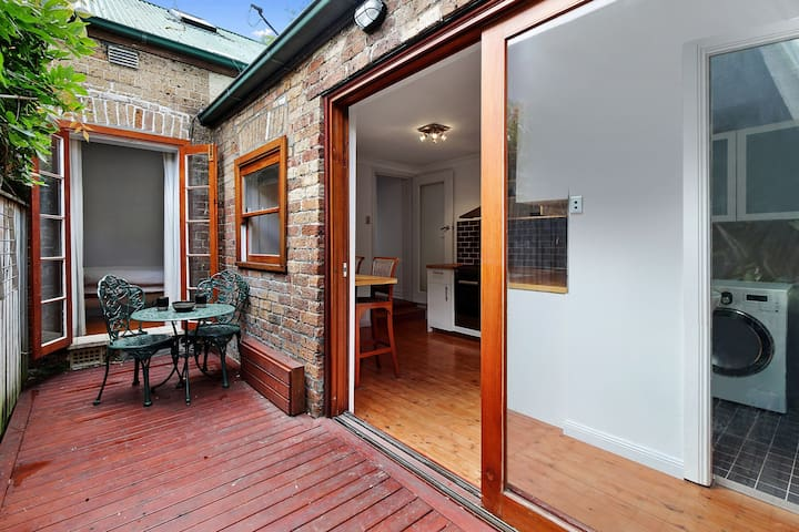 Terrace in quiet street with easy city access - Petersham - Ev