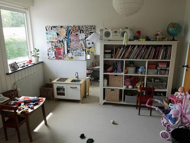 Childrens bedroom 1