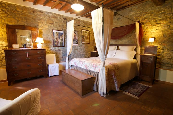 double room in villa with pool - Buggiano Castello - Aamiaismajoitus