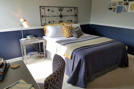 Quiet Room in Artclectic Chic Home - Nashville