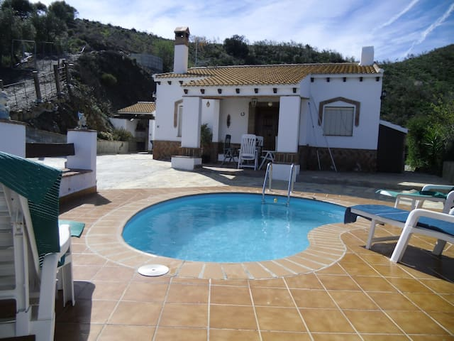 Cortijo con piscinas de agua salada y wi-fi - Torre del Mar - บ้าน