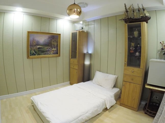 Private bedroom in central BKK, great facilities