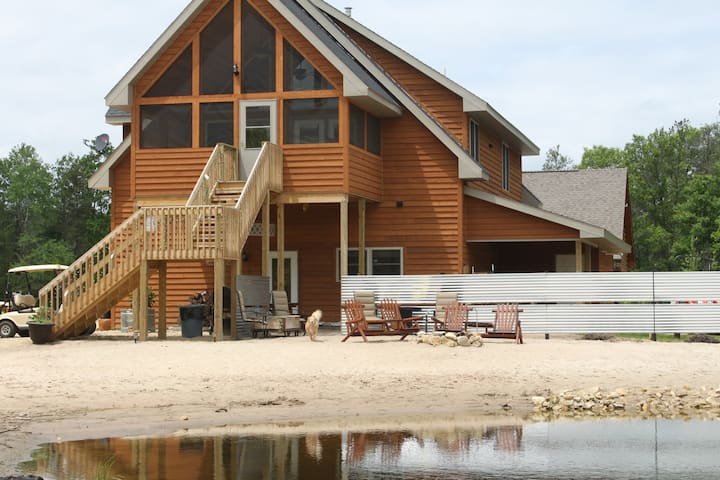 Relaxin Cabins - The Loft