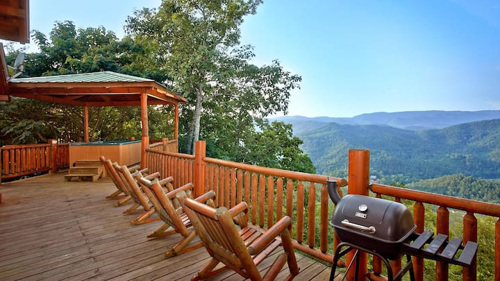 Delightful cabin with captivating views, hot tub, game room, and fireplaces