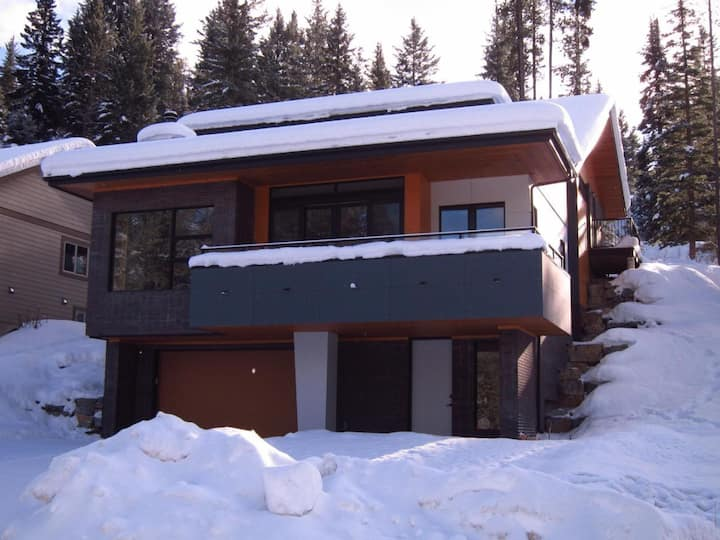 Incredible Ski-in/Ski out luxury Panorama home