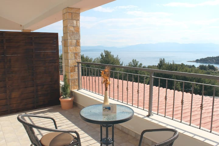 Great view apartment in Rogač A3
