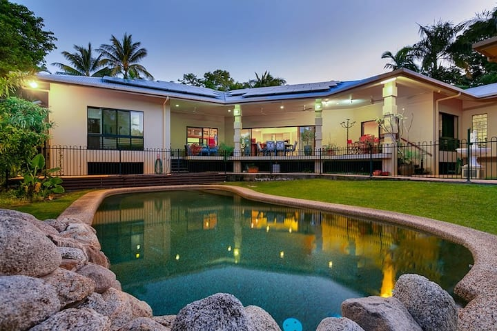 Cairns Manor - Grand Retreat for Families