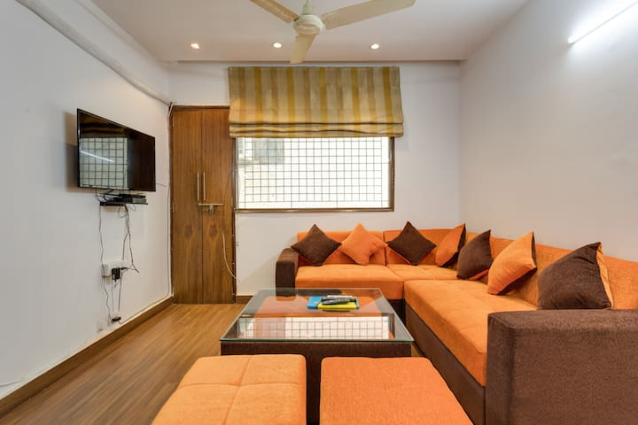 CUTE & COMFY 2BR. AC.WIFI-KAILASH COLONY METRO 90M