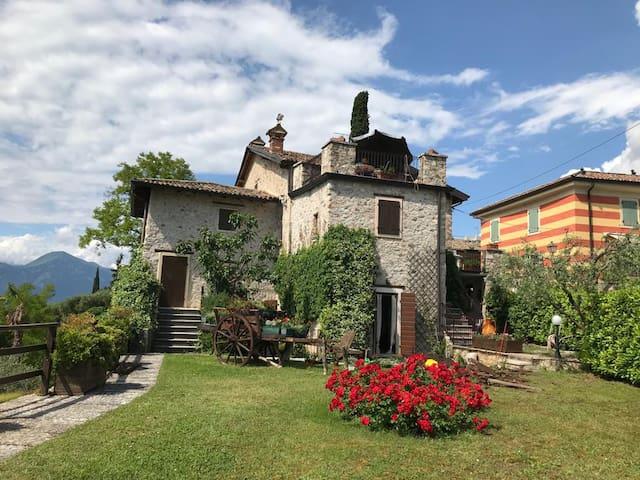 Rustico-Windows on lake Garda