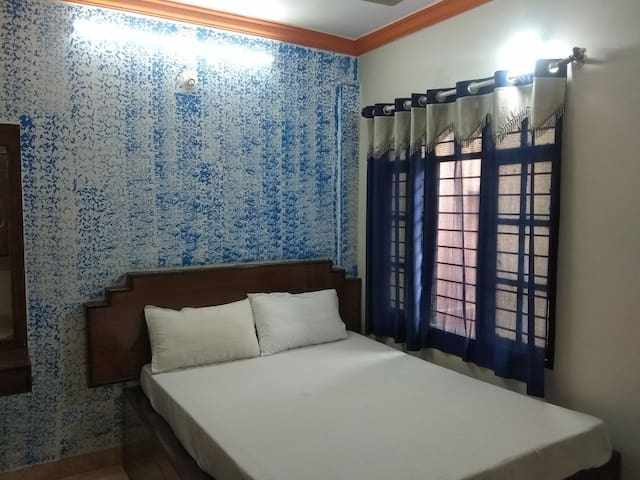 Budget Rooms near Yeshwanthpur Railway Station.