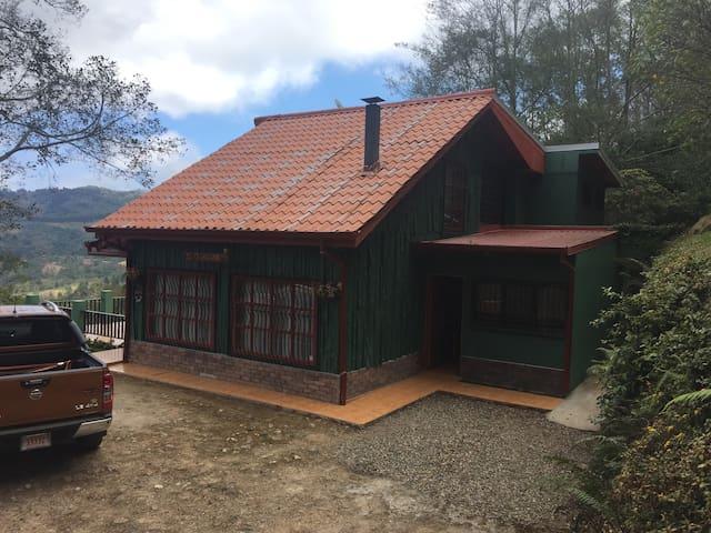 Casa de Montaña acogedora y todos los servicios - Santa María