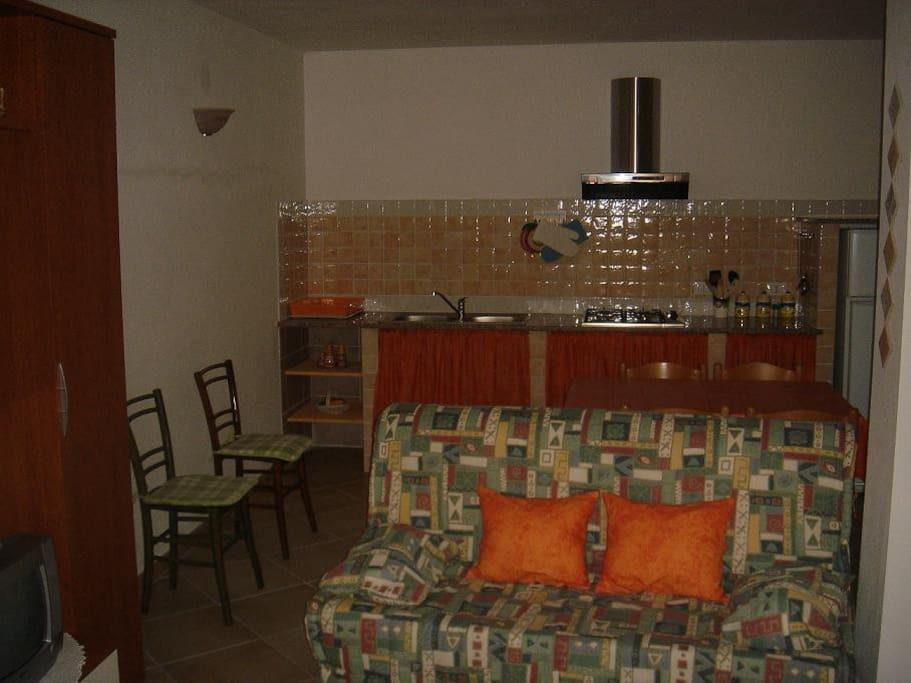 Il salone con il divano letto