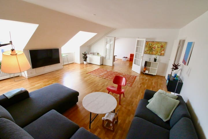 3BR Penthouse-TOP location-VIEW parliament-Family+