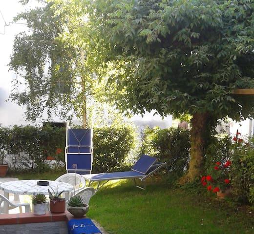 Centralissimo con giardino a 100 metri dal mare