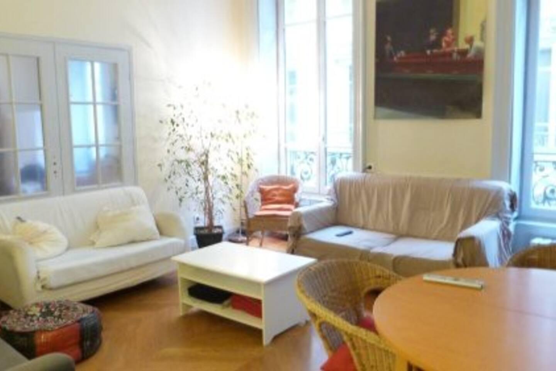salon TV, table 8 personnes, 3 canapés