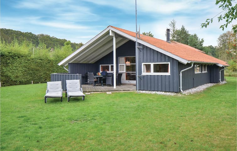 Holiday cottage with 4 bedrooms on 106m² in Ebeltoft