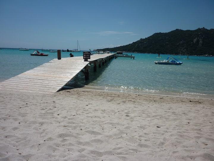 villa à 400m de la plage santa giulia avec piscine