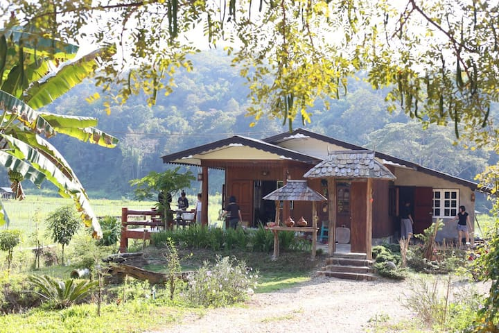'Barn Baan' Homestay. Private cozy families' home.