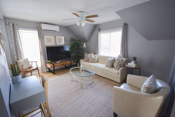 NEW 8/13! 718-2, Completely Updated 1br Apartment
