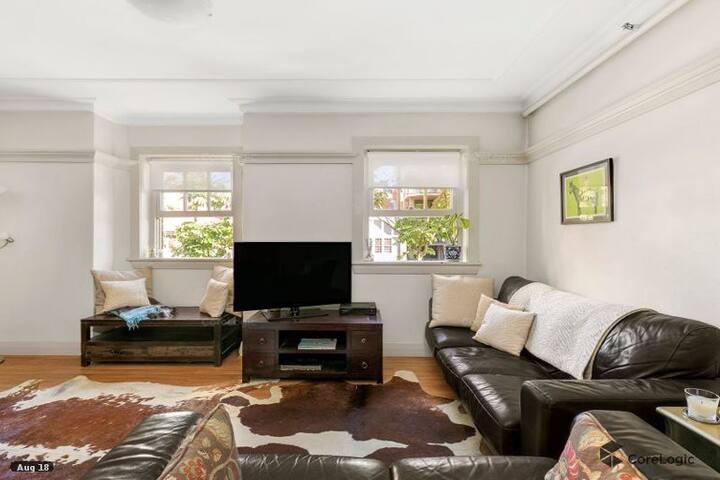 Gorgeous One Bedroom Art Deco Apartment
