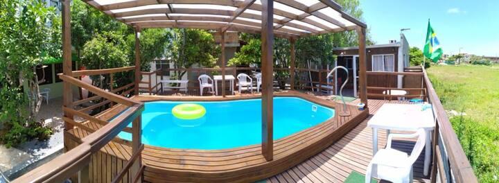 Casa com piscina térmica 200 metros da praia